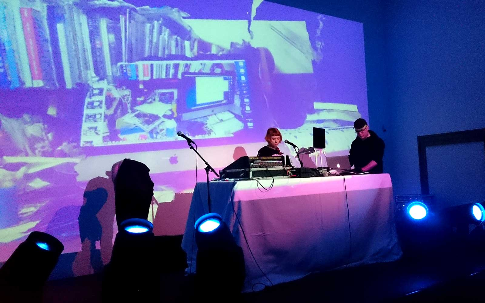 Holly-Herndon_stage_02